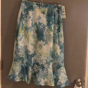 Size 8 NWT blue, green, white flowy trumpet skirt